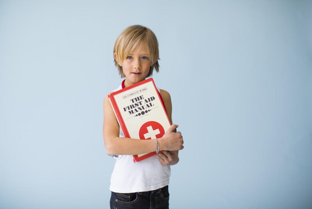 Pojke med läkarbok